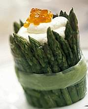 Asparagus with white mousse and Salmon Roe